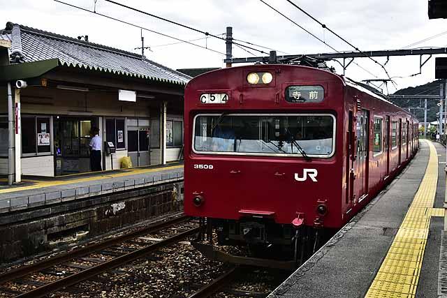 姫路から今や貴重化している103系播但線電車に乗って仁豊野へ。播但線も朝からまぁまぁ乗ってましたが、席にありつくことはできました。